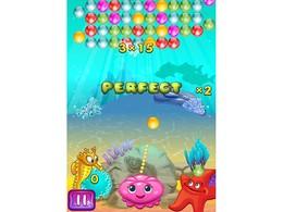 Screenshot von Der Ozean ist voll von bunten Blasen und Maggie, die Qualle, muss alle platzen lassen.