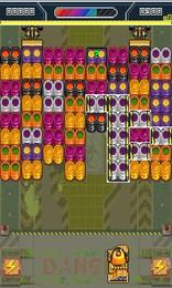 Screenshot von Trenne mit deinem Roboter die Müllcontainer an verschiedenen Mülldeponien. Ordne die Container nach Farben. Vorsicht! Dein Roboter läuft über Akkus mit begrenzter Kapazität. Du musst sie während der Arbeit aufladen.