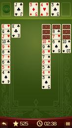 Screenshot von Solitaire ist ein einfaches Kartenspiel mit Suchtfaktor, bei dem du Karten nach Wert und Farbe in Stapel sortierst.